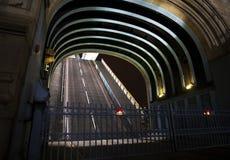 桥梁被上升的塔 免版税库存图片