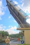 桥梁被举的和锁开通在口岸Carling 免版税库存照片