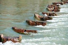 桥梁被毁坏的洪水 免版税图库摄影