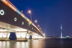 桥梁西湾大桥和澳门塔 免版税库存照片