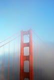 桥梁详细资料金黄雾的门 图库摄影