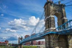 桥梁辛辛那提约翰・俄亥俄roebling的暂挂 Roebling吊桥,辛辛那提,俄亥俄 图库摄影