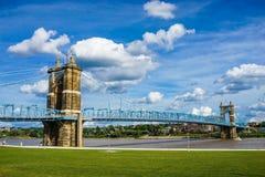 桥梁辛辛那提约翰・俄亥俄roebling的暂挂 Roebling吊桥,辛辛那提,俄亥俄 库存图片