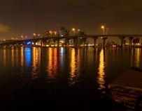桥梁迈阿密晚上 库存照片