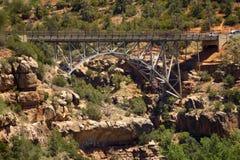 桥梁连接的山在Sedona,亚利桑那 免版税库存照片