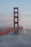 桥梁部分报道了金黄的门 免版税图库摄影