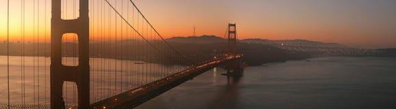 桥梁金黄黎明的门 免版税库存照片
