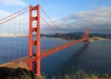桥梁门金黄风景视图 库存照片