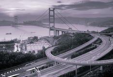 桥梁香港ma tsing晚上的场面 免版税库存照片
