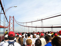 桥梁马拉松运行中 图库摄影