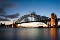 桥梁黄昏港口悉尼 免版税库存图片