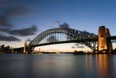 桥梁黄昏港口悉尼 库存照片