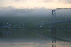 桥梁黎明俄亥俄河 免版税图库摄影