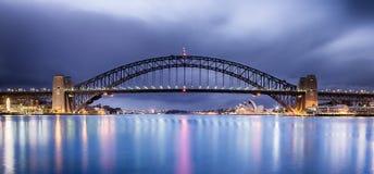 桥梁黎明港口悉尼 免版税图库摄影