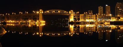 桥梁burrard晚上全景温哥华 免版税库存照片