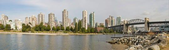 桥梁burrard BC全景地平线温哥华 库存照片