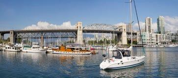 桥梁burrard BC海滨广场街道温哥华 免版税图库摄影