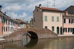 桥梁comacchio一点红・意大利romagna sisti 免版税库存照片