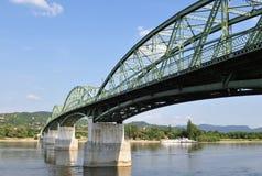 桥梁conects estzergom marie sturovo valerie 免版税库存照片