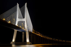 桥梁da gama照明里斯本瓦斯考 库存图片