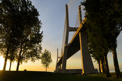 桥梁da gama里斯本日出瓦斯考 免版税图库摄影
