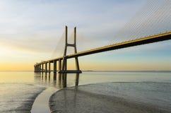 桥梁da gama里斯本日出瓦斯考 库存图片