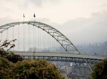 桥梁fremont俄勒冈波特兰 免版税库存照片