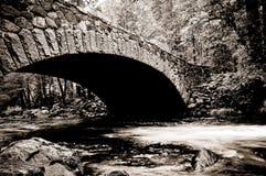 桥梁merced河优胜美地 免版税库存照片