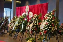 桥梁Morandi和花的崩溃的受害者的悼念仪式 图库摄影