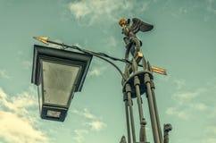 桥梁okhtinsky彼得斯堡俄国圣徒 一个灯笼的上面在Ioannovsky bri的 库存图片
