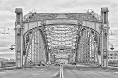 桥梁okhtinsky彼得斯堡俄国圣徒 Bolsheokhtinsky桥梁一张正面图  免版税库存图片