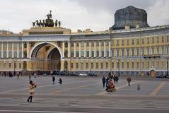 桥梁okhtinsky彼得斯堡俄国圣徒 Dvortsovaya广场看法  图库摄影