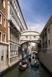 桥梁sighns威尼斯 库存图片