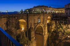 桥梁Tajo de朗达的夜视图 免版税库存照片