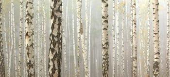 桦树在多云天气的,秋天全景秋天森林里 免版税库存图片