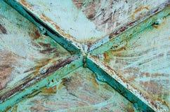 桦树生锈的门 库存照片