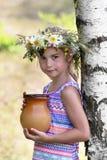 桦树的女孩 免版税库存图片