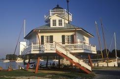 桶匠海峡在桶匠海峡的灯塔灯唐基尔声音的,圣的Michaels, MD切塞皮克湾海博物馆 库存照片