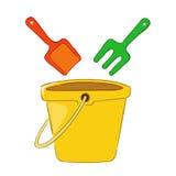 桶和铁锹海滩玩具 免版税库存图片