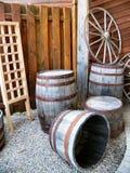 桶和马车车轮 免版税库存图片