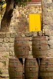 桶在啤酒厂,圣基茨希尔,加勒比 库存图片