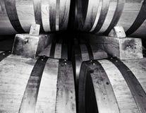 桶在celar的酿酒厂 免版税库存图片