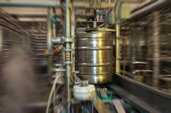 桶填装的啤酒啤酒厂 图库摄影
