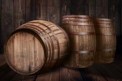 桶威士忌酒酿酒厂啤酒背景  库存图片