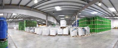 桶存贮在一家化工工厂-后勤学和shippin 免版税图库摄影