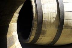 桶木储存的酒 库存图片