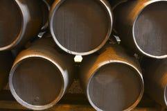 桶棕色老木 免版税库存图片