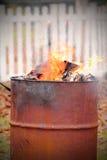 桶烧伤被塑造的老 库存图片