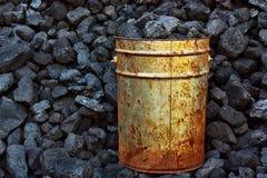 桶煤炭 免版税库存图片