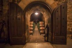 桶行在Rioja酿酒厂 库存照片
